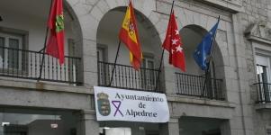Imagen de la noticia El lazo morado preside el Ayuntamiento de Alpedrete