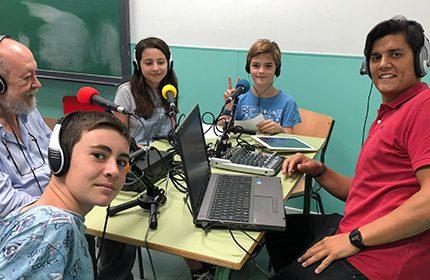 Imagen de la noticia El alcalde inaugura las emisiones de la Radio del Cole