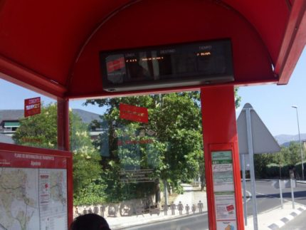 Imagen de la noticia Alpedrete firma un convenio con el Gobierno regional para mejorar la accesibilidad de las paradas de autobús interurbanas