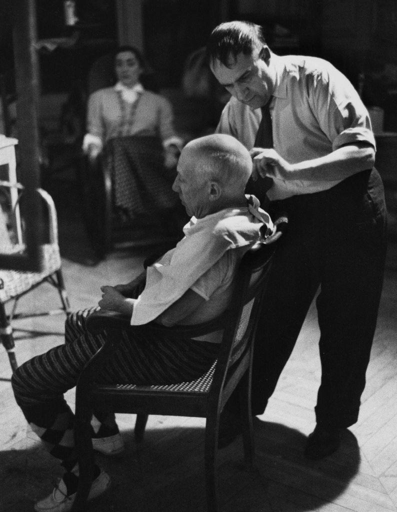 Picasso cortándose el pelo